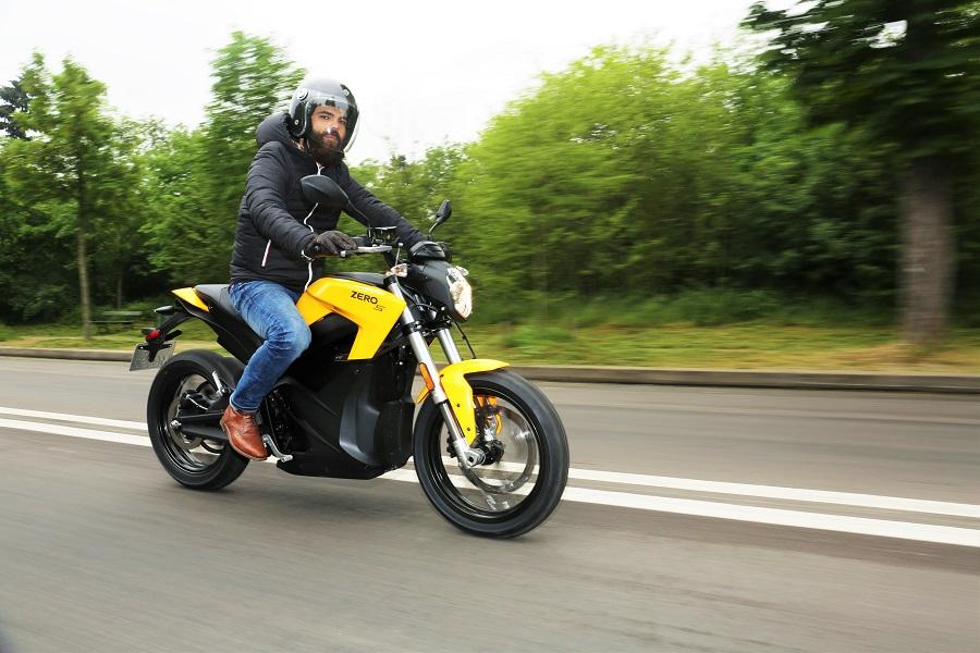 moto electrique 125 cm3 univers moto. Black Bedroom Furniture Sets. Home Design Ideas