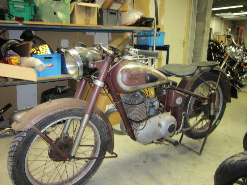 moto anciennes a vendre univers moto. Black Bedroom Furniture Sets. Home Design Ideas