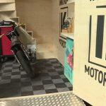 Garage moto bois