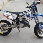 Moto supermotard 125
