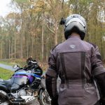 Choisir son pantalon moto été