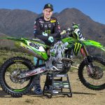 Equipement de moto cross monster energy