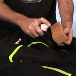 Comment nettoyer un pantalon de moto en cuir